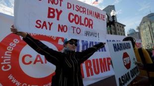 Manifestantes protestan contra la discriminación positiva en Harvard. Boston, el 14 de octubre de 2018.