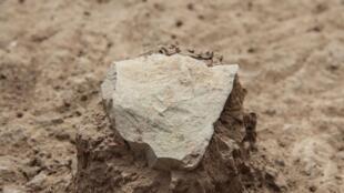Eclat découvert sur le site de Lomekwi 3 (3,3 millions d'années).