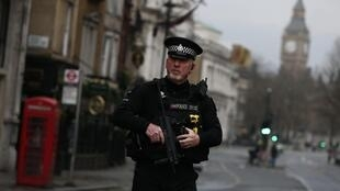 Полицейский в Лондоне, 23 марта 2017 г.