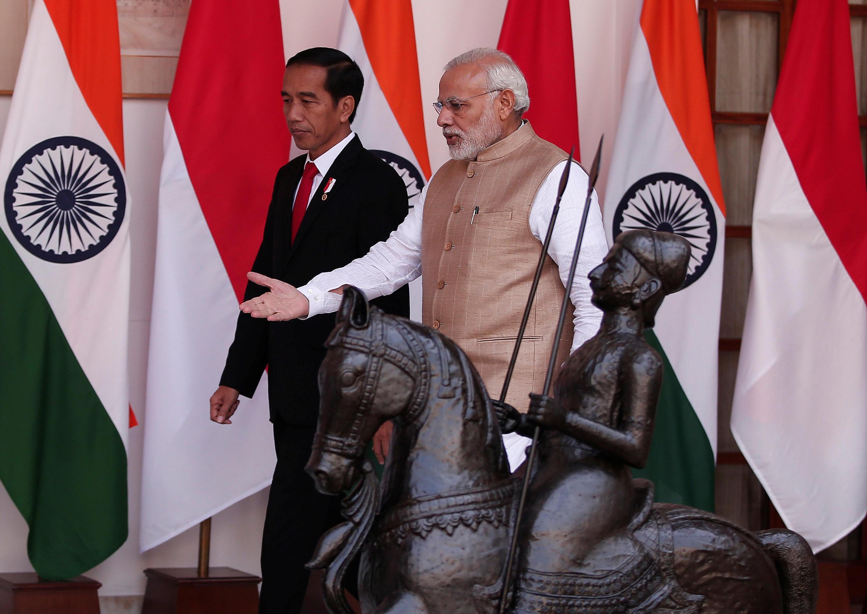 Tổng thống Indonesia Joko Widodo (T) và thủ tướng Ấn Độ Narendra Modi tại New Delhi ngày 12/12/2016.