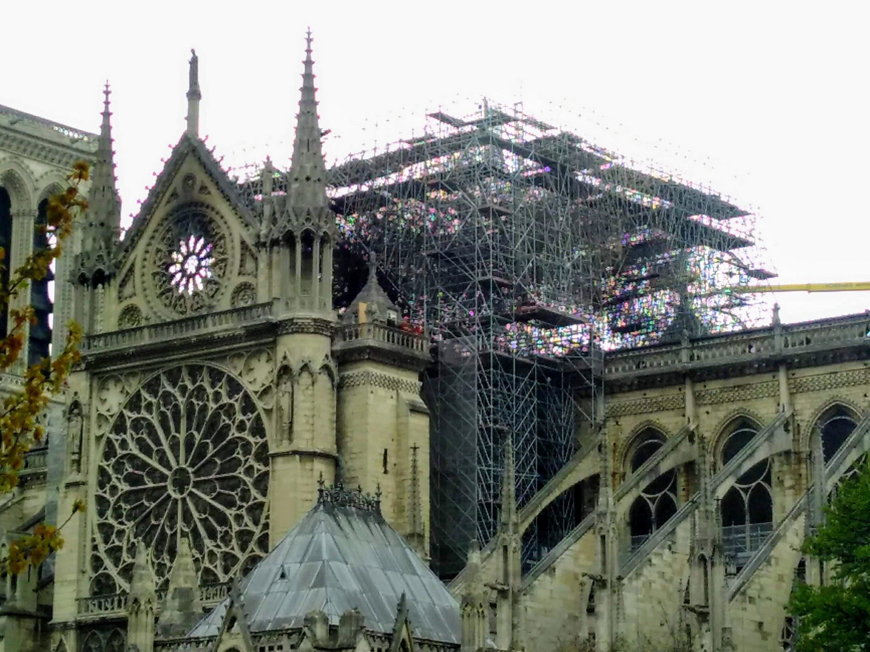 Presidente Macron recebe personalidades no Eliseu sobre estratégia de reconstruir Notre-Dame