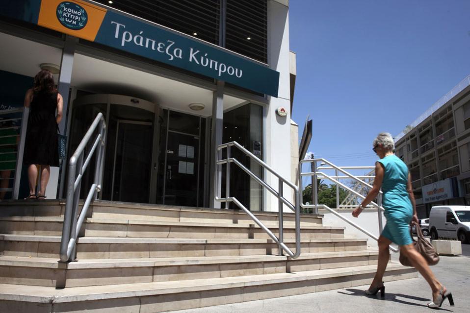 Водном только банке Bank ofCyprus весной прошлого года ликвидировали три споловиной тысячи счетов, половина изкоторых принадлежала гражданам России