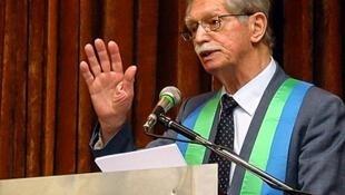 O físico brasileiro Roberto Salmeron