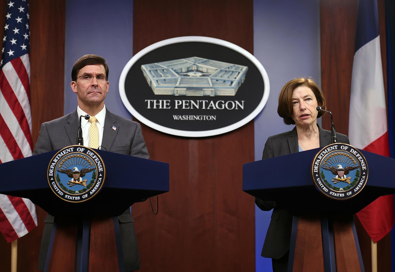 O secretário da Defesa americano Mark Esper e a ministra francesa das Forças Armadas, Florence Parly,em uma coletiva de imprensa