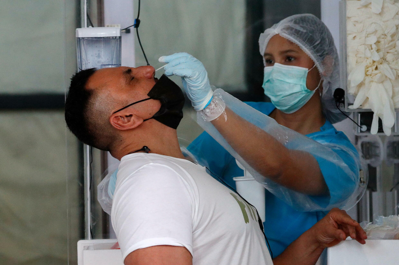 泰國普吉島就新冠疫情檢測外國遊客