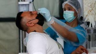 泰国普吉岛就新冠疫情检测外国游客