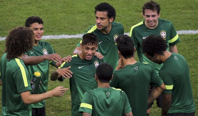 Jogadores brasileiros no último treino da seleção antes da final com a Espanha, no Maracanã.