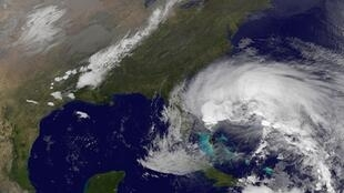 Imagem de satélite mostra o furacão Sandy a caminho dos Estados Unidos.
