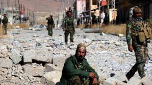 La ville de Sinjar reprise par les Kurdes des mains de l'EI, le 15 novembre 2015.