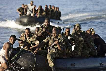 Les troupes tanzaniennes de l'Union africaine pendant un exercice à Fomboni,aux Comores, le 22 mars 2008.