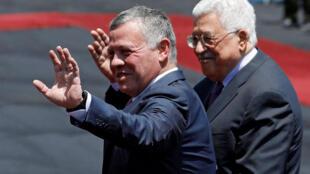 O rei Abdullah II da Jordânia recebido pelo presidente da Autoridade Palestina Mahmoud Abbas.