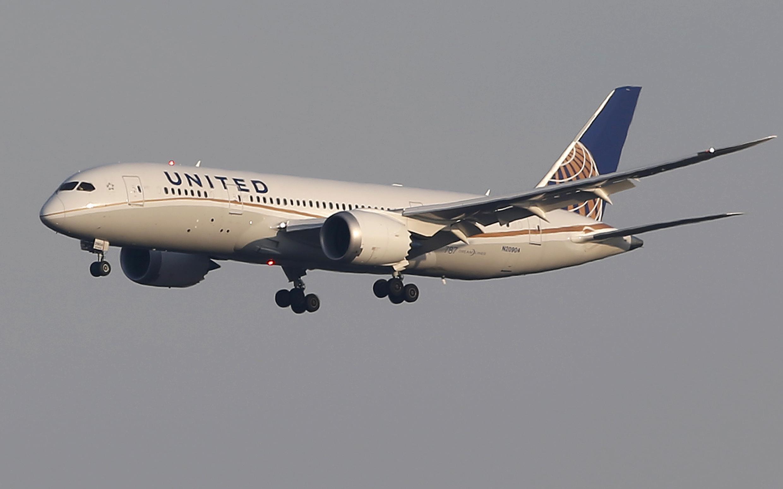 Un Boeing 787 Dreamliner de la compagnie aérienne américaine United Airlines. Des vagues de licenciement massif sont prévisibles, notamment dans le secteur de l'aérien.