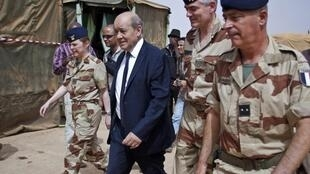 Jean-Yves Le Drian with French troops in Mali