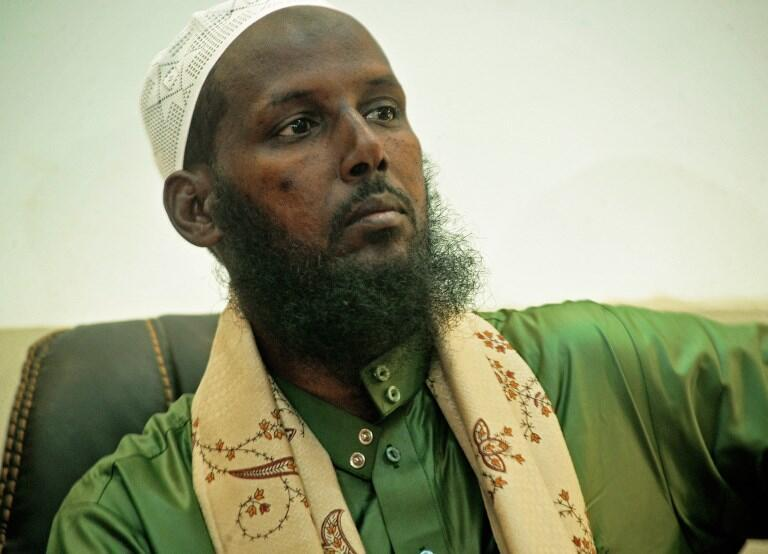 Le numéro deux des shebabs, Mukhtar Robow, a officialisé sa défection du mouvement devant la presse le 15 août 2017 à Mogadiscio.
