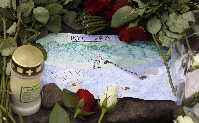 Desenho de uma criança norueguesa em homenagem às vítimas dos ataques cometidos pelo extremista de direita Anders Behring Breivik, em 22 de julho de 2011, em Oslo e na ilha de Utoya.