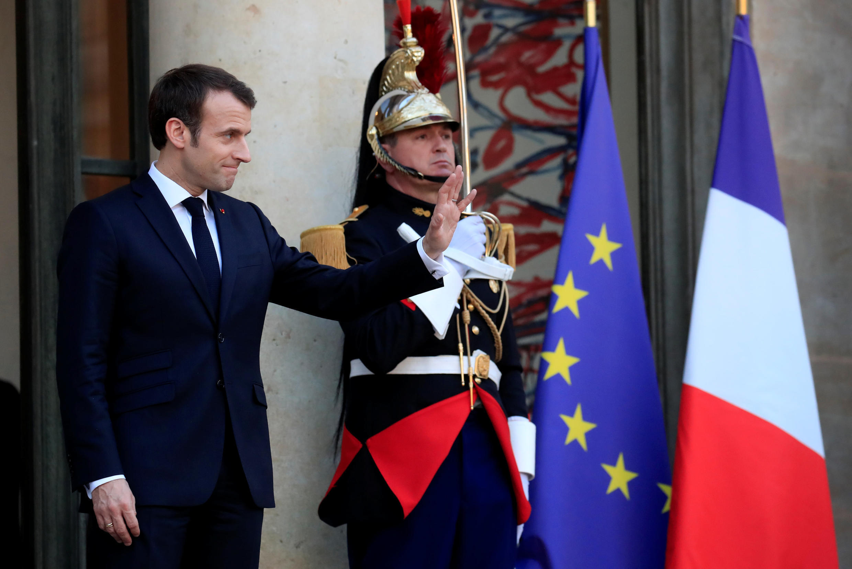 Tổng thống Emmanuel Macron trên thềm điện Elysée, Paris, ngày 27/02/2019.