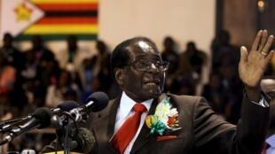 Le président zimbabwéen Robert Mugabe, lors de la réunion avec les vétérans de la libération, le 7 avril à Harare.