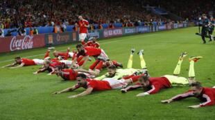 Tuyển thủ đội xứ Wales mừng chiến thắng 3-1 trước đội tuyển Bỉ trong trận cầu ngày 01/07/2016.