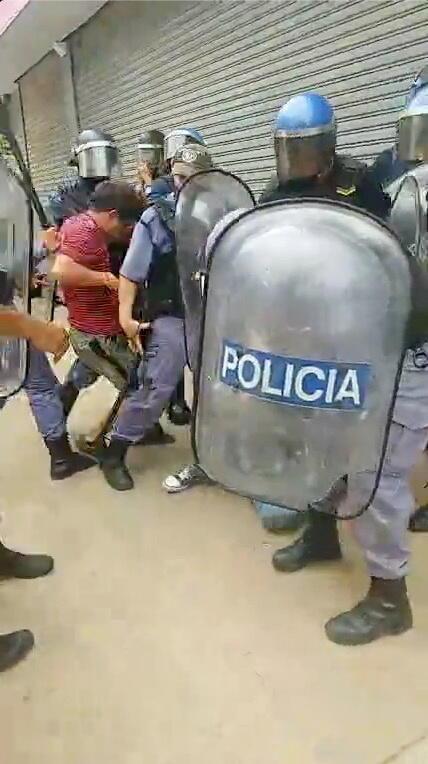 2021-03-06T051803Z_2081211028_RC2H5M9GD53R_RTRMADP_3_HEALTH-CORONAVIRUS-ARGENTINA-PROTESTS