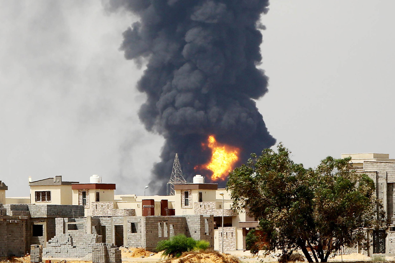 Les combats entre milices rivales ont forcé les pompiers à quitter le site ce lundi 28 juillet.