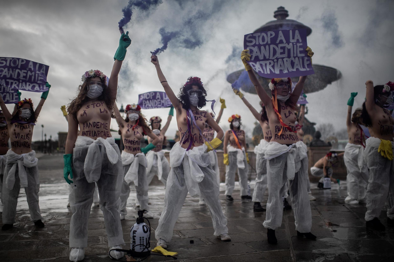 Активистки Femen на площади Согласия в Париже. 8 марта 2020 г.