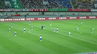 Một trận đấu bóng đá tại Trung Quốc (nguồn :en.wikipedia.org)