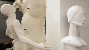 В мастерской бутафории и декораций Парижской оперы