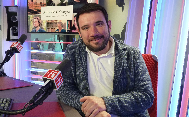 Mario Daniel Villagra en los estudios de RFI