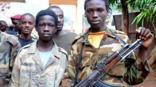 Jeunes combattants de la Seleka, à Bangui, ce 25 juillet 2013.