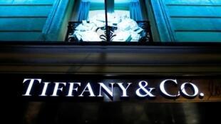 Le rachat de Tiffany par LVMH est considéré comme la plus grosse acquisition dans l'industrie du luxe par plusieurs médias et analystes.