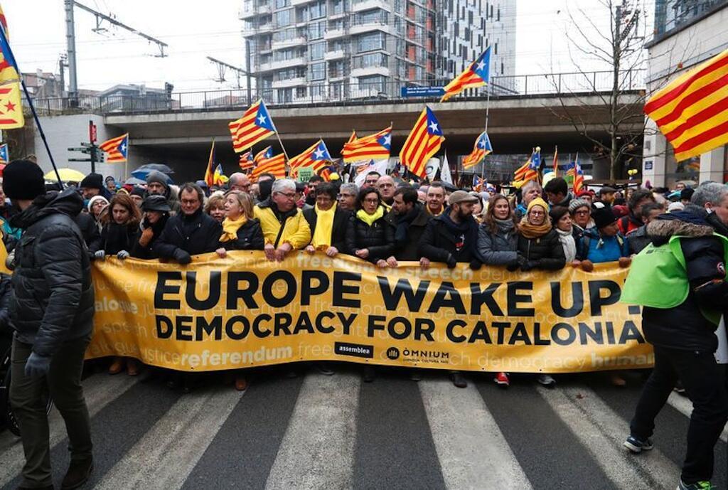 Maelfu ya watu wamiminika mitaani Brussel kuunga mkono uhuru wa Catalonia.