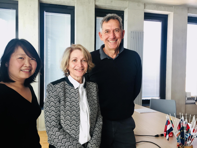 Từ trái sang phải: Bà Nguyễn Phương Ngọc - giám đốc Viện IrAsia, bà Sylvie Daviet - phó chủ tịch đại học Aix-Marseille và ông Michel Dolinsky - trưởng khoa Trung Quốc.