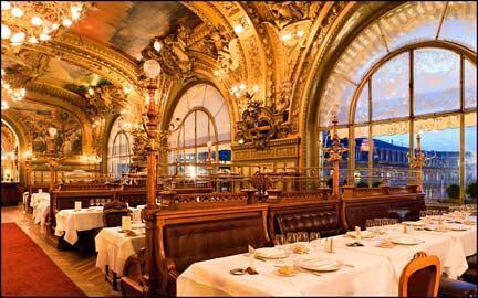 """巴黎里昂火車站雕樑畫棟、傳奇豐富的""""藍火車餐廳(Le Train Bleu) """""""