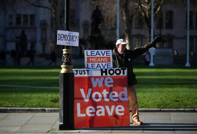 Một người biểu tình ủng hộ Brexit trước toà nhà Quốc Hội Anh ngày 28/01/2019.