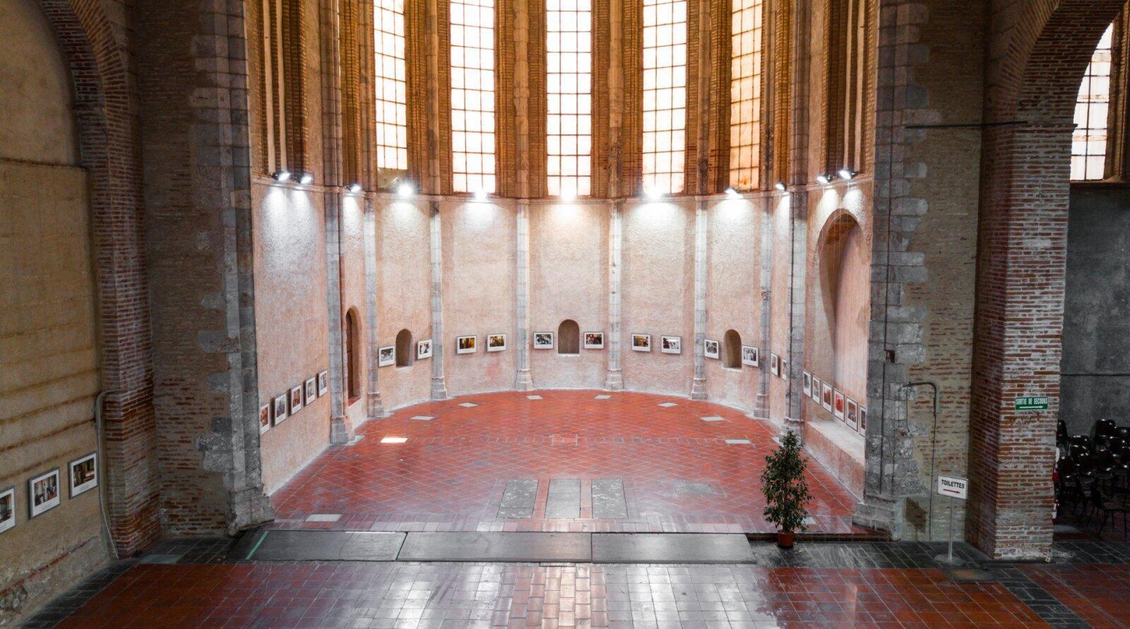 L'un des lieux d'exposition de Visa pour l'image à Perpignan, l'église des Dominicains.