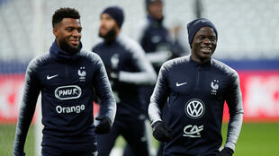 Les Bleus pendant l'entraînement au Stade de France, à Saint-Denis, le 13 novembre 2019. Avec Thomas Lemar (g) et N'Golo Kanté (d).