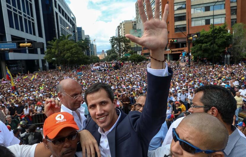 美國國務卿要求拉美國家支持瓜伊多,他1月23日自稱為委內瑞拉臨時總統       2019年1月23日