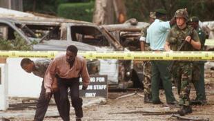 На месте атаки на американское посольство в Танзании, 7 августа 1998 г.