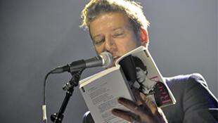 Le chanteur, guitariste et écrivain breton, Bertrand Belin.