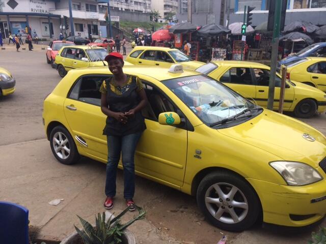 Assetou est condutrice de taxis communaux à Cocody que l'on appelle les «woro-woro»