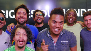 Edgardo Garces, Andres Mercado, Juan Carlos Puello (trio Ghetto Kumbé), Nicola Son, Ricardo Feijào, Daniel Podsk et Olivier Maligorne à RFI.