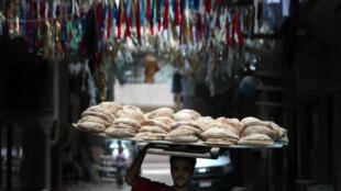 En Égypte, il y a un conflit d'usage entre le pain, majoritairement subventionné, et la biscuiterie, aux mains des opérateurs privés. Le blé subventionné passe parfois d'un usage à l'autre par le marché noir.