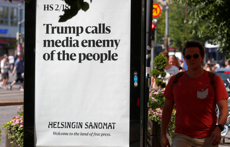 Баннер в Хельсинки: «Трамп называет СМИ врагами народа»