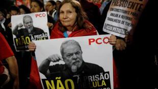 Brazil : Người ủng hộ cựu tổng thống Lula da Silva biểu tình sau khi ông bị kết án gần 10 năm tù. Ảnh chụp tại Sao Paulo, 12/07/2017.
