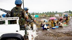 Des soldats de la Monuc à environ 80 kilomètres au nord de Goma, au Nord-Kivu, à l'est de la RDC, le 13 novembre 2008.