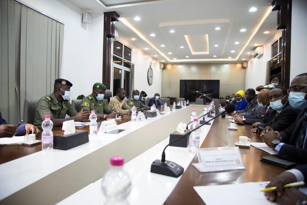 Des représentants du CNSP, la junte au pouvoir au Mali, lors d'une réunion avec une délégation de la Cédéao, le 22 août. (Image d'illustration)