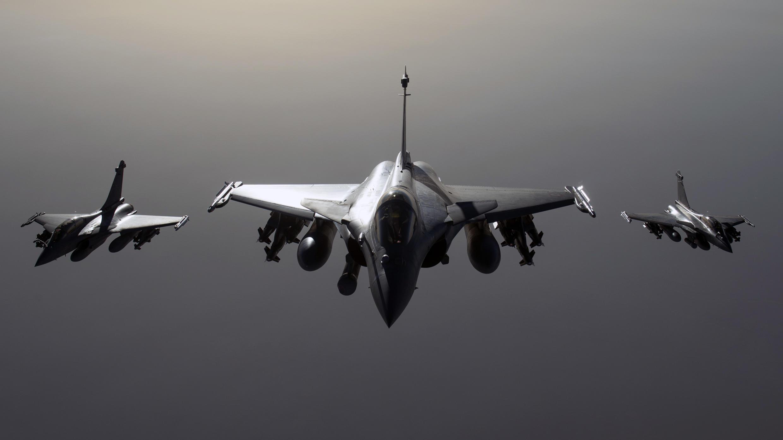 Des avions de l'armée française de type «Rafale» volent en direction de la Syrie, pour participer à la coalition antijihadiste contre les infrastructures du groupe Etat islamique (archive septembre 2015).