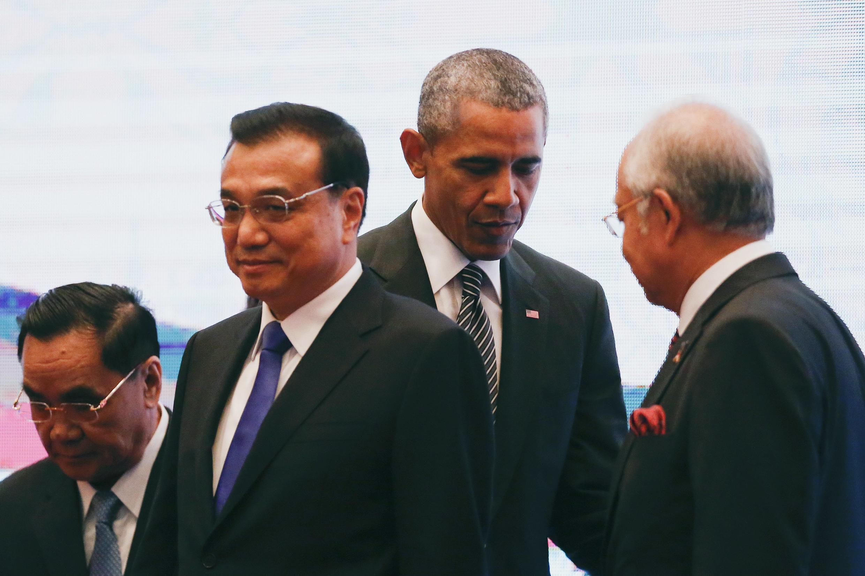 Thủ tướng Trung Quốc Lý Khắc Cường (thứ 2 từ trái)  tại Thượng đỉnh lần thứ 27 Hiệp hội các nước Đông Nam Á (ASEAN)  tại Kuala Lumpur 22/11/2015.