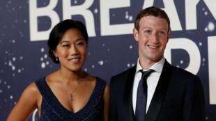 Mark Zuckerberg e a esposa Priscilla Chan, na Califórnia