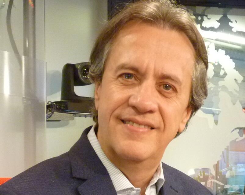 Santiago Schuster en los estudios de RFI